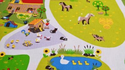 Kinderstoff Bauernhof fürs Kinderzimmer mit Tieren und kleiner Farm