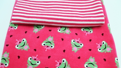 DIY-Nähset Babykleidung Frosch mit Streifen Bündchen